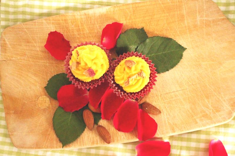 Die Blüte des Orients – Cupcakes mit Rosen und Mandeln