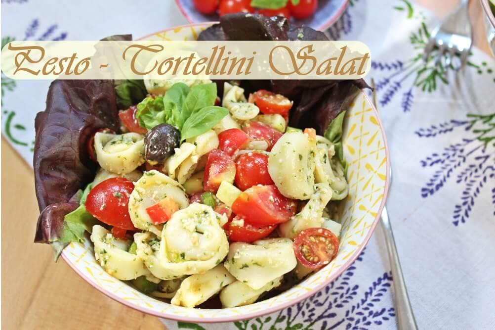 Leckerer vegetarischer Tortellinisalat mit Pesto