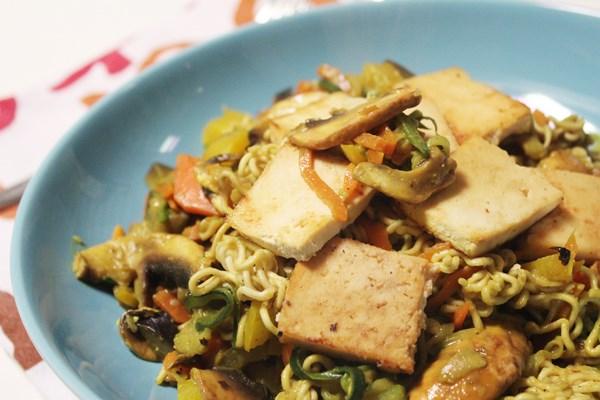 {Vegan} – Bunter Gemüse Wok mit Tofu