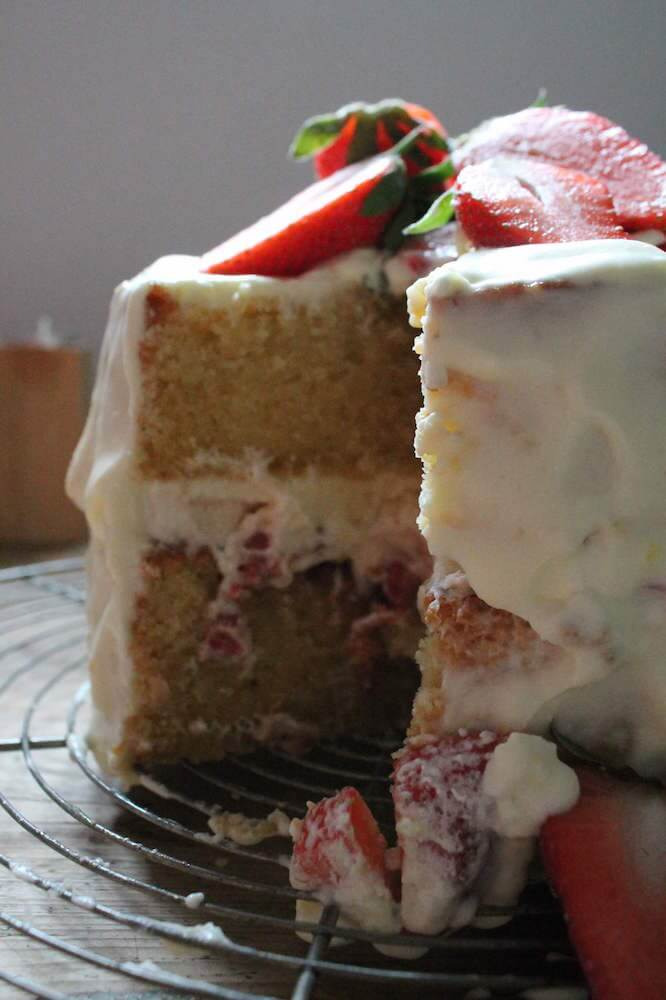 auftuchfuehlung_erdbeer-zitronen-torte-aufschnitt