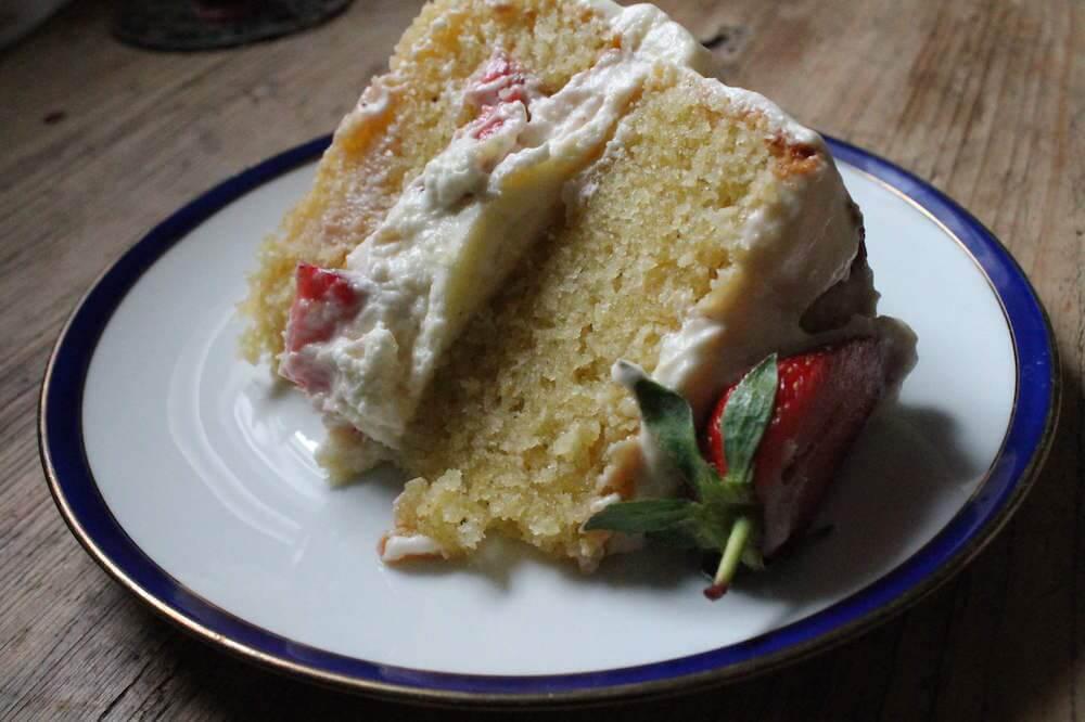 auftuchfuehlung_erdbeer-zitronen-torte-stueck