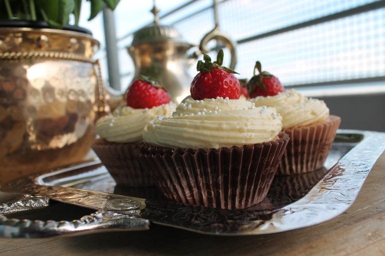 Whitechocolate-Cupcakes mit Vanille-Buttercreme